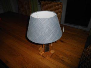 Tischleuchte mit einem Eiche Altholz Fuß, jede Lampe ein Unikat